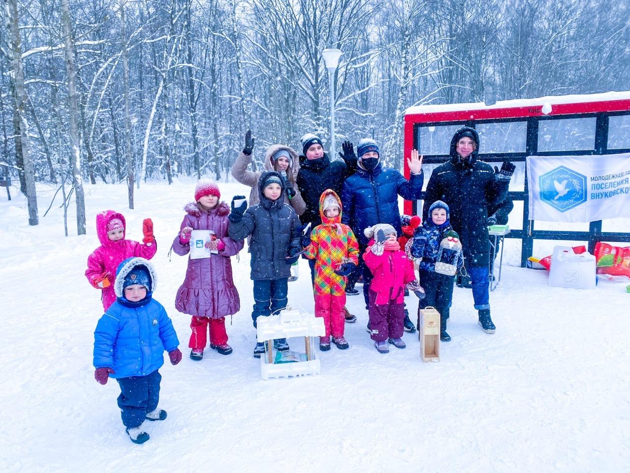Молодежная палата Внуковского провела экологическую акцию «Поможем птицам зимовать»