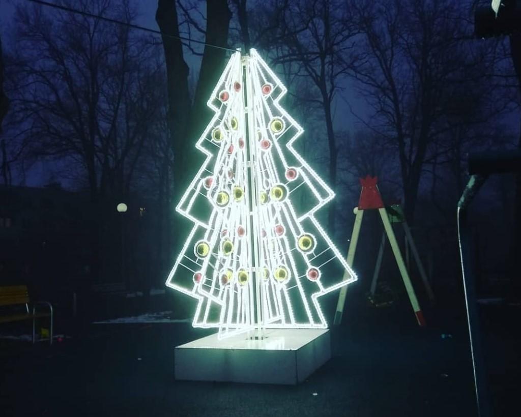 Рабочие начали демонтаж праздничных световых конструкций в поселении Щаповское