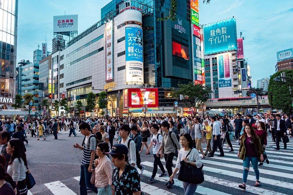В Японии режим ЧС из-за COVID-19 охватил более половины населения страны