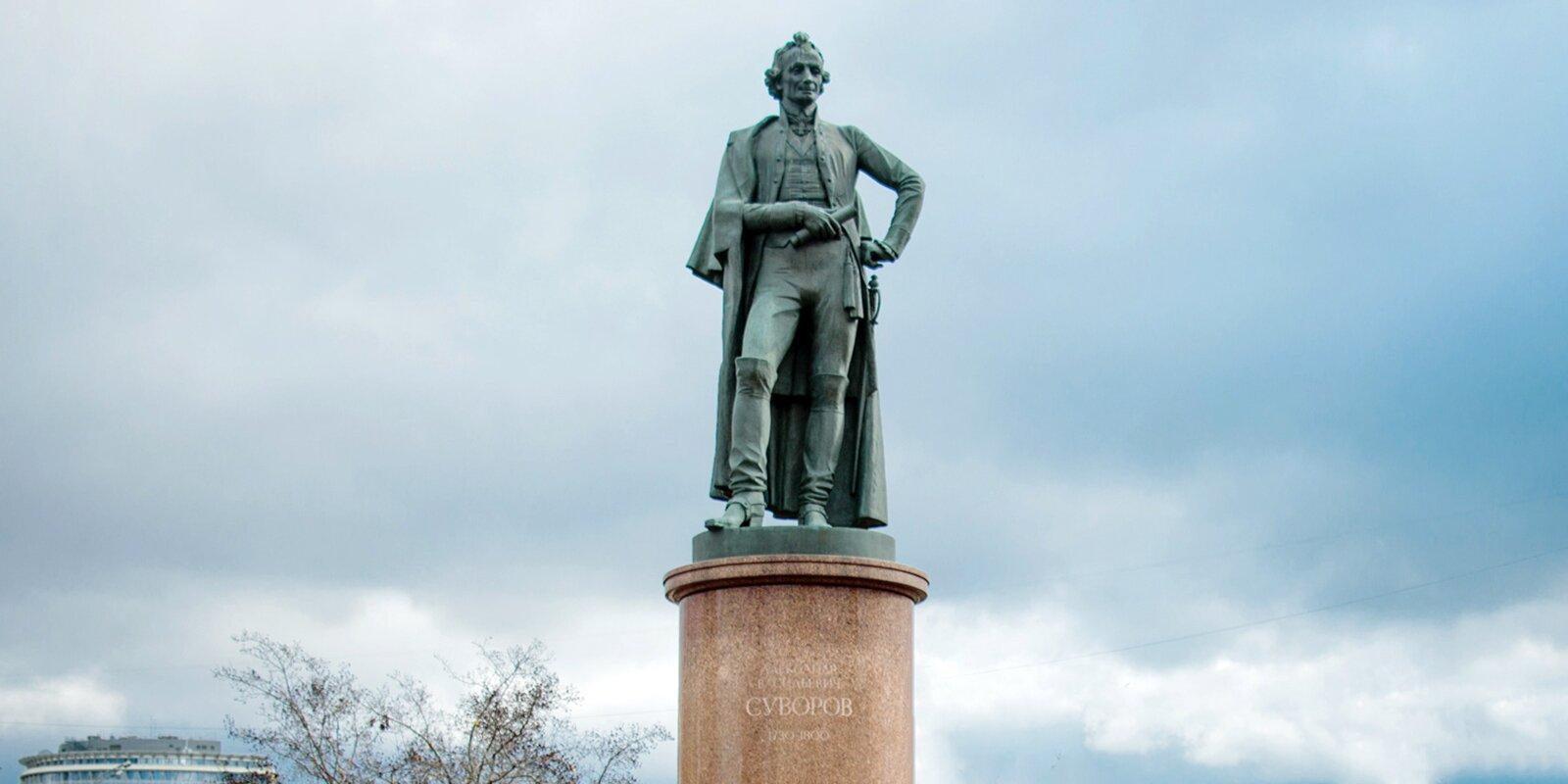 Реставрация знаменитого памятника Суворову завершилась в Москве