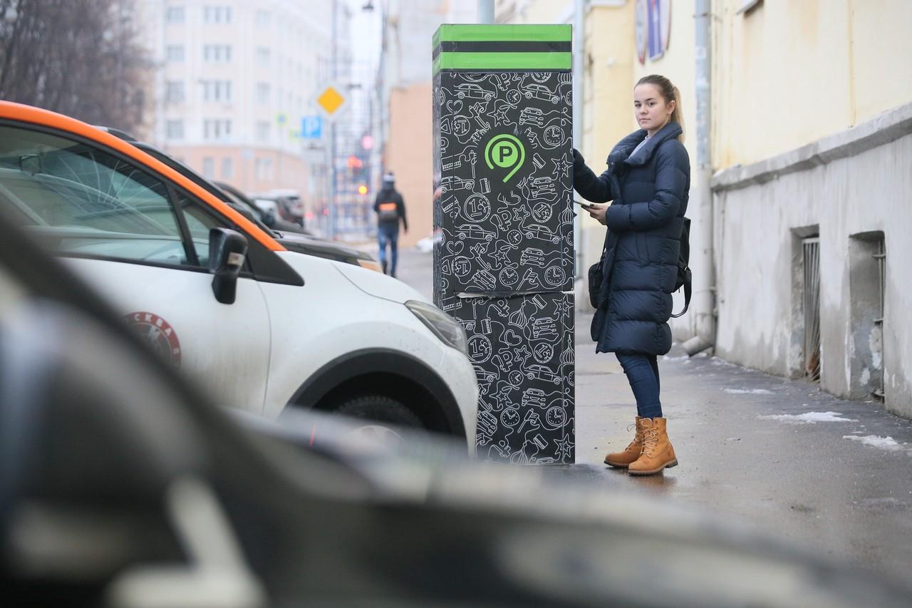 Жители Москвы стали меньше пользоваться платными парковками