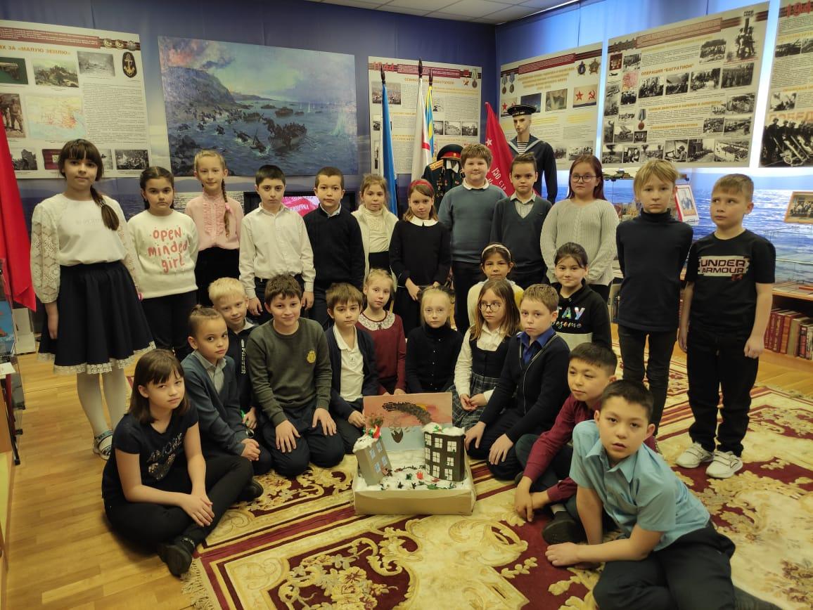 Ученики школы в поселении Мосрентген сделали поделку к уроку мужества в Музее боевой славы