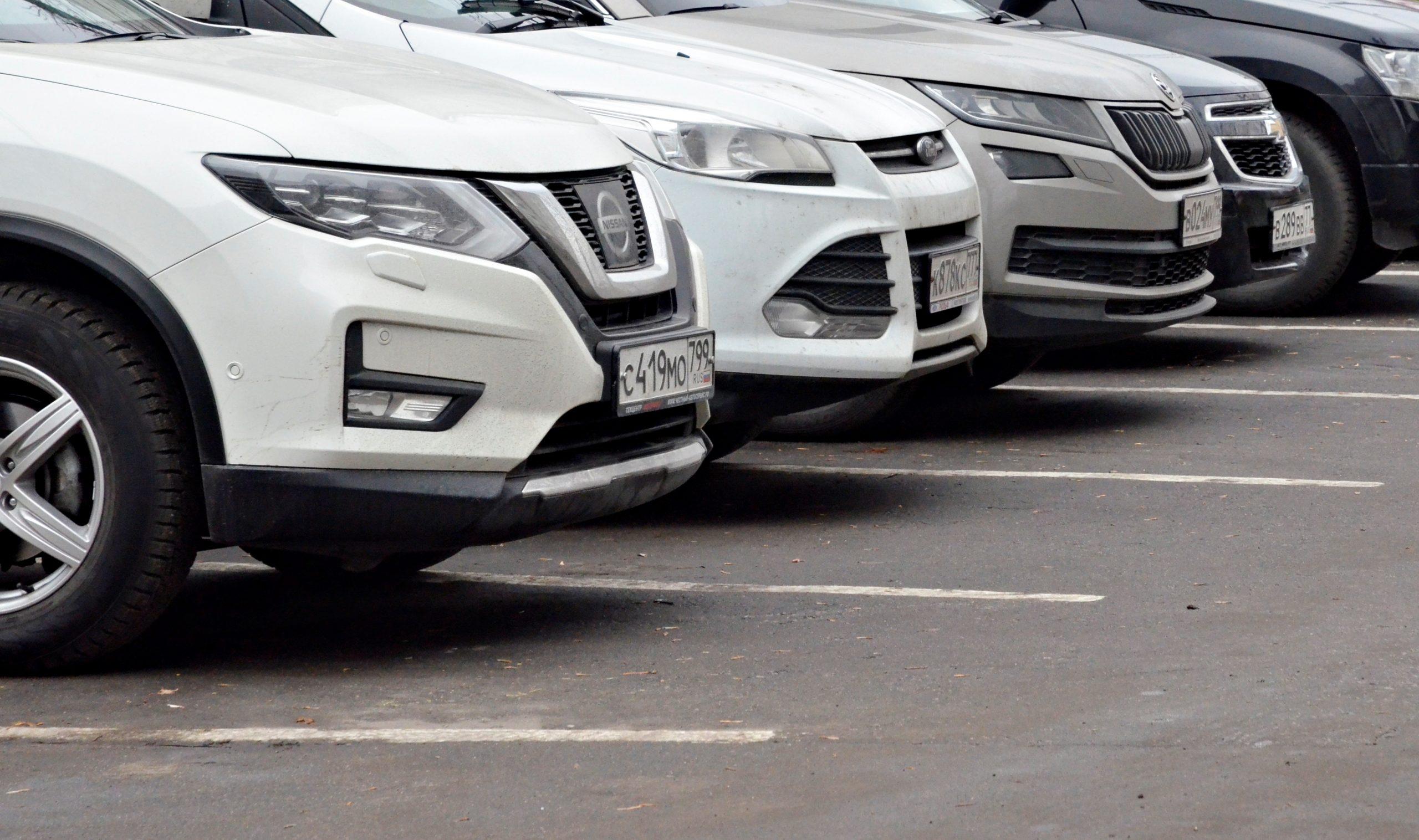 Водители Москвы смогут заехать на 11 парковок со шлагбаумом благодаря карте «Тройка»