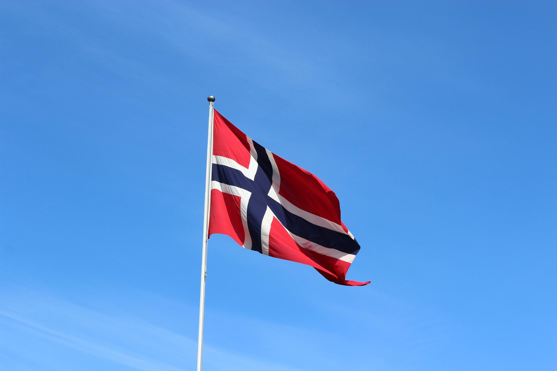 В Норвегии для защиты от COVID-19 рекомендуют надевать по две маски одновременно. Фото: pixabay.com