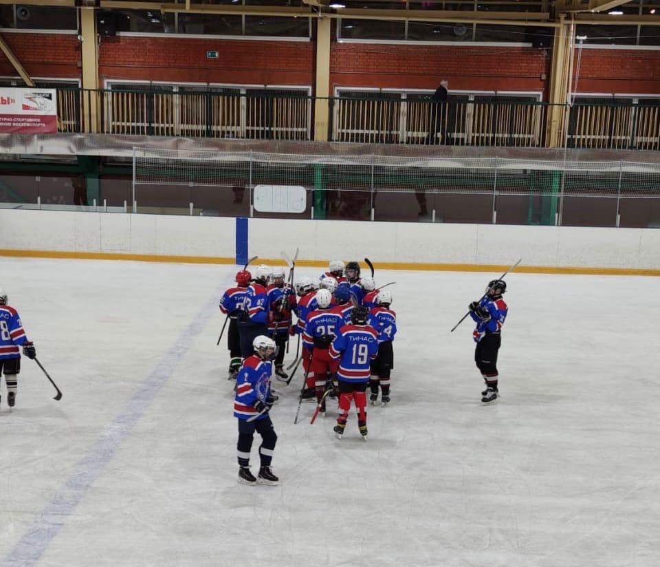 Хоккеисты из Кленовского выиграли в матче на призы Глав администраций поселений. Фото предоставили сотрудники спортивного клуба