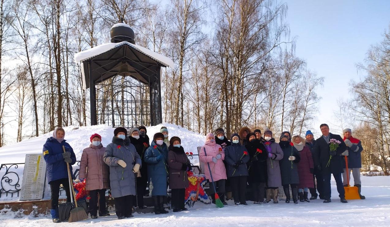 Мемориально-патронатные акции прошли в Краснопахорском. Фото предоставили сотрудники администрации