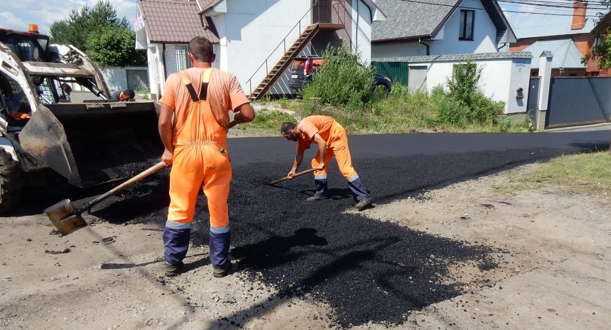 Подготовка перечня объектов дорожного хозяйства для ремонта в весенне-летний период началась в Краснопахорском. Фото предоставили сотрудники администрации