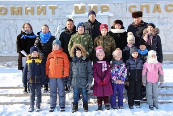 Представители домов культуры поселения Первомайское провели акцию памяти. Фото официальная страница ДК «Десна» в социальных сетях