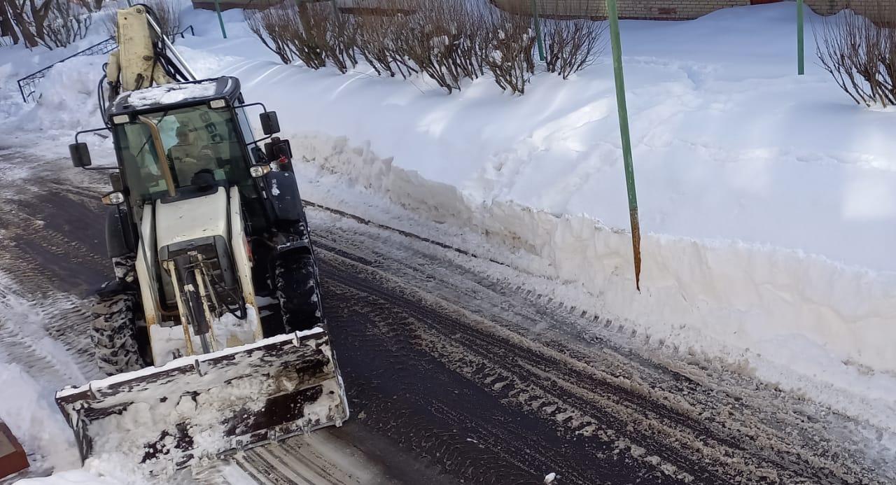 Уборку снега продолжают в поселении Роговское