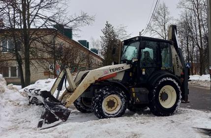 Сотрудники коммунальных служб Роговского приступили к вывозу снега