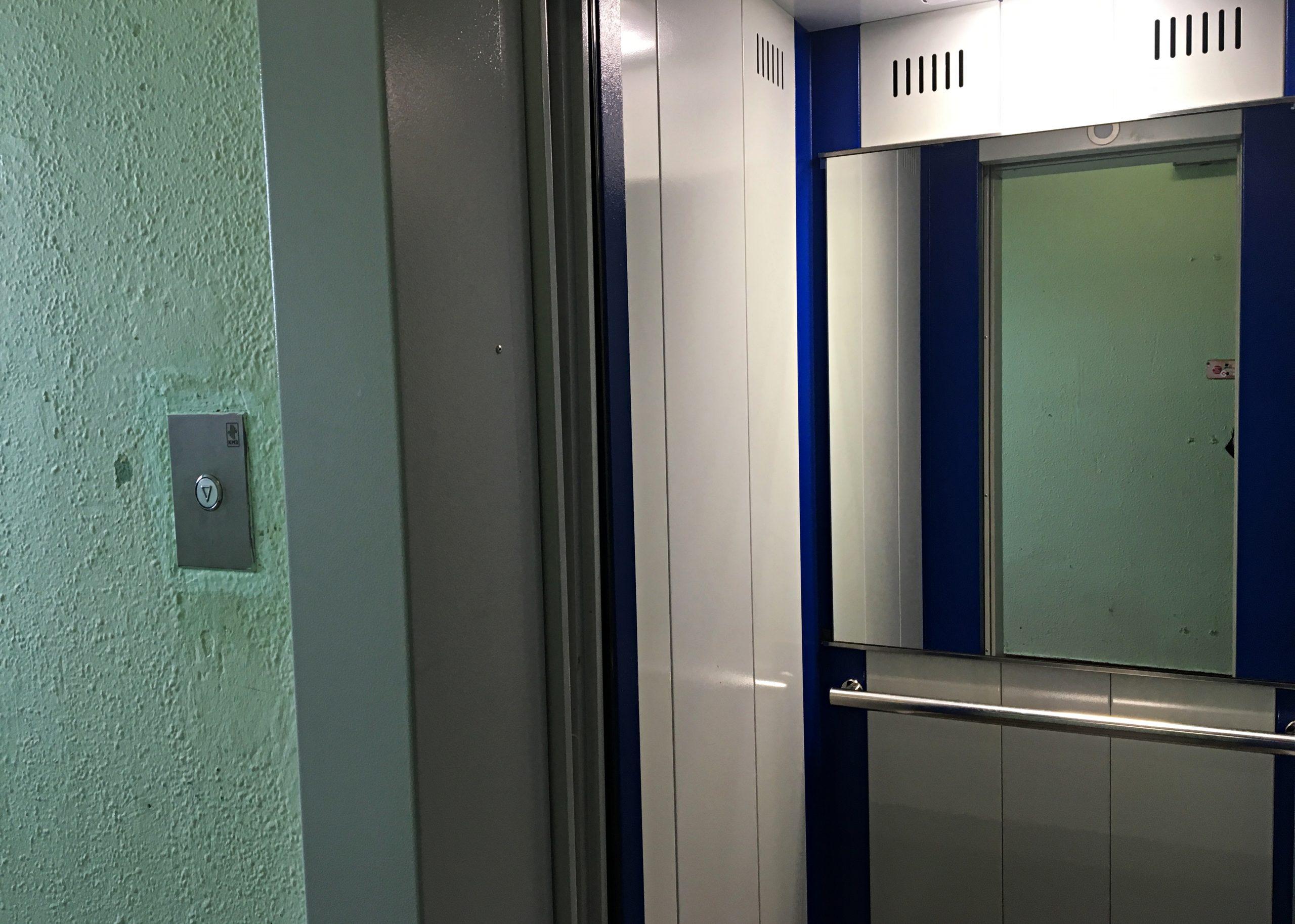 Замену лифтового оборудования начали в многоквартирном доме в Рязановском