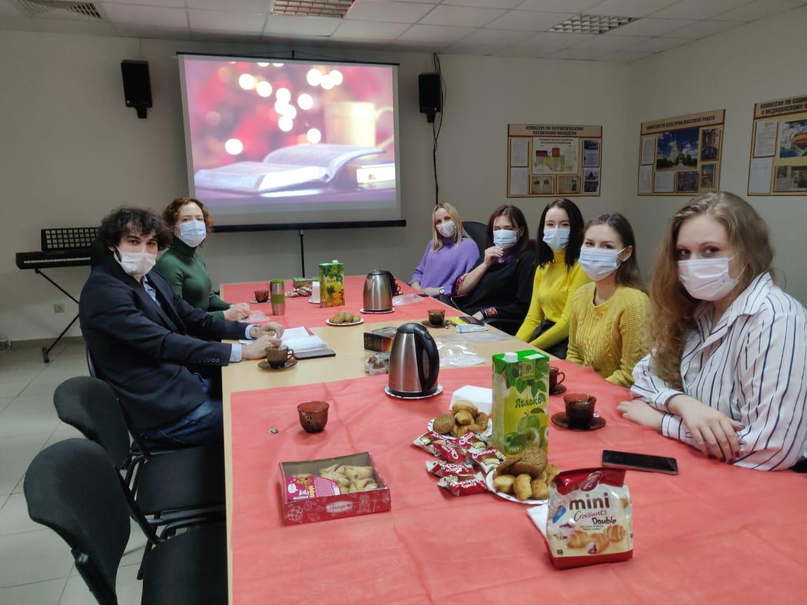 Представители Молодежной палаты Воскресенского организовали литературный вечер. Фото предоставили молодые парламентарии поселения