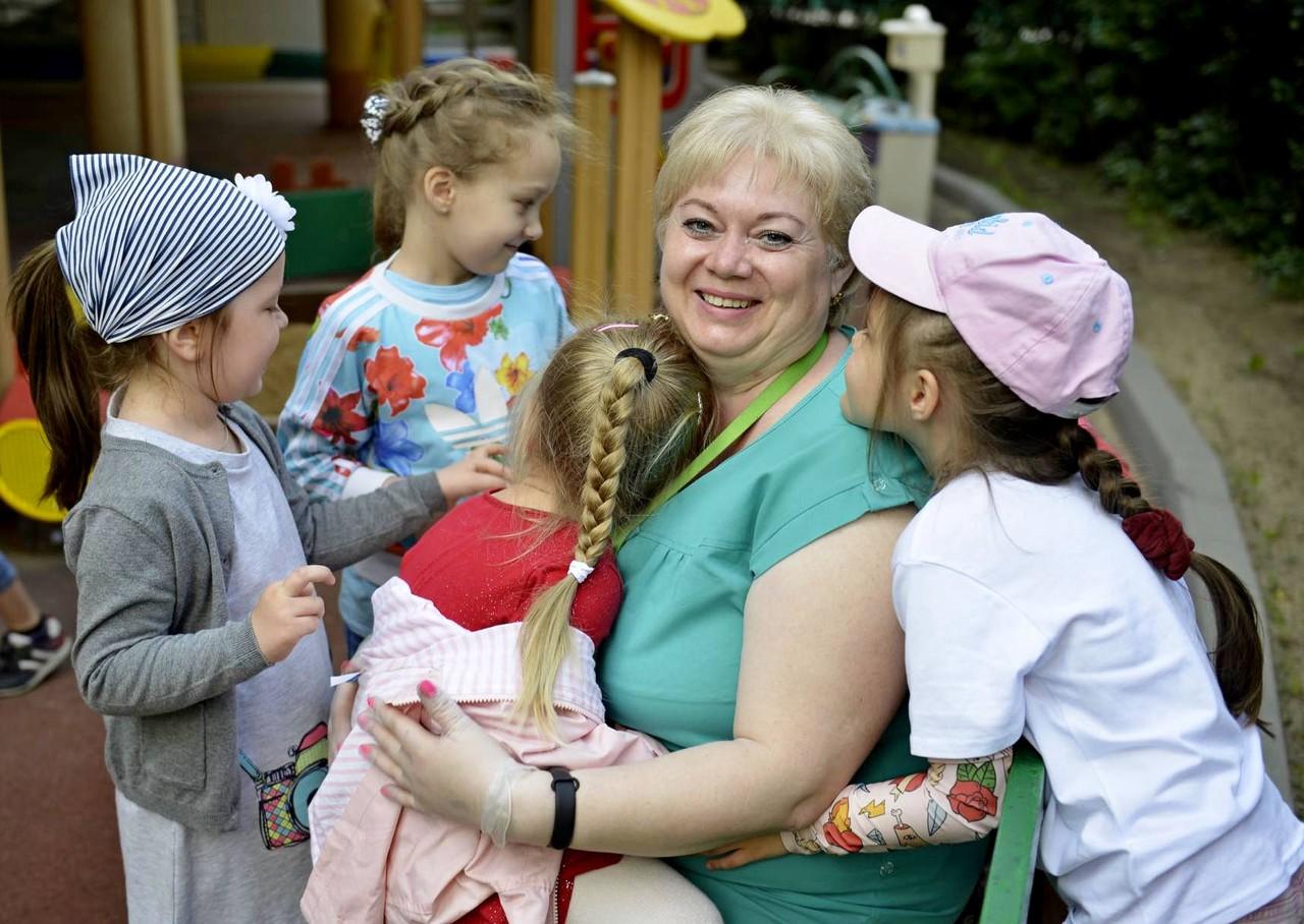 Новый бесплатный курс школы нянь проведут в Москве