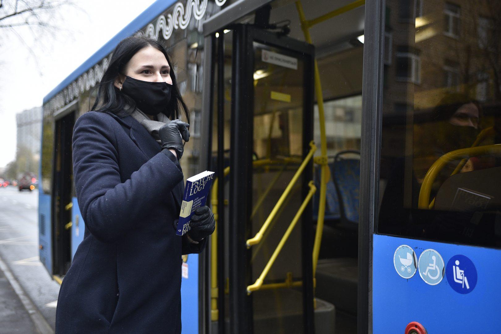 Чтобы запустить большие автобусы по всей Новой Москве, дороги нужно реконструировать. Фото: Пелагия Замятина, «Вечерняя Москва»