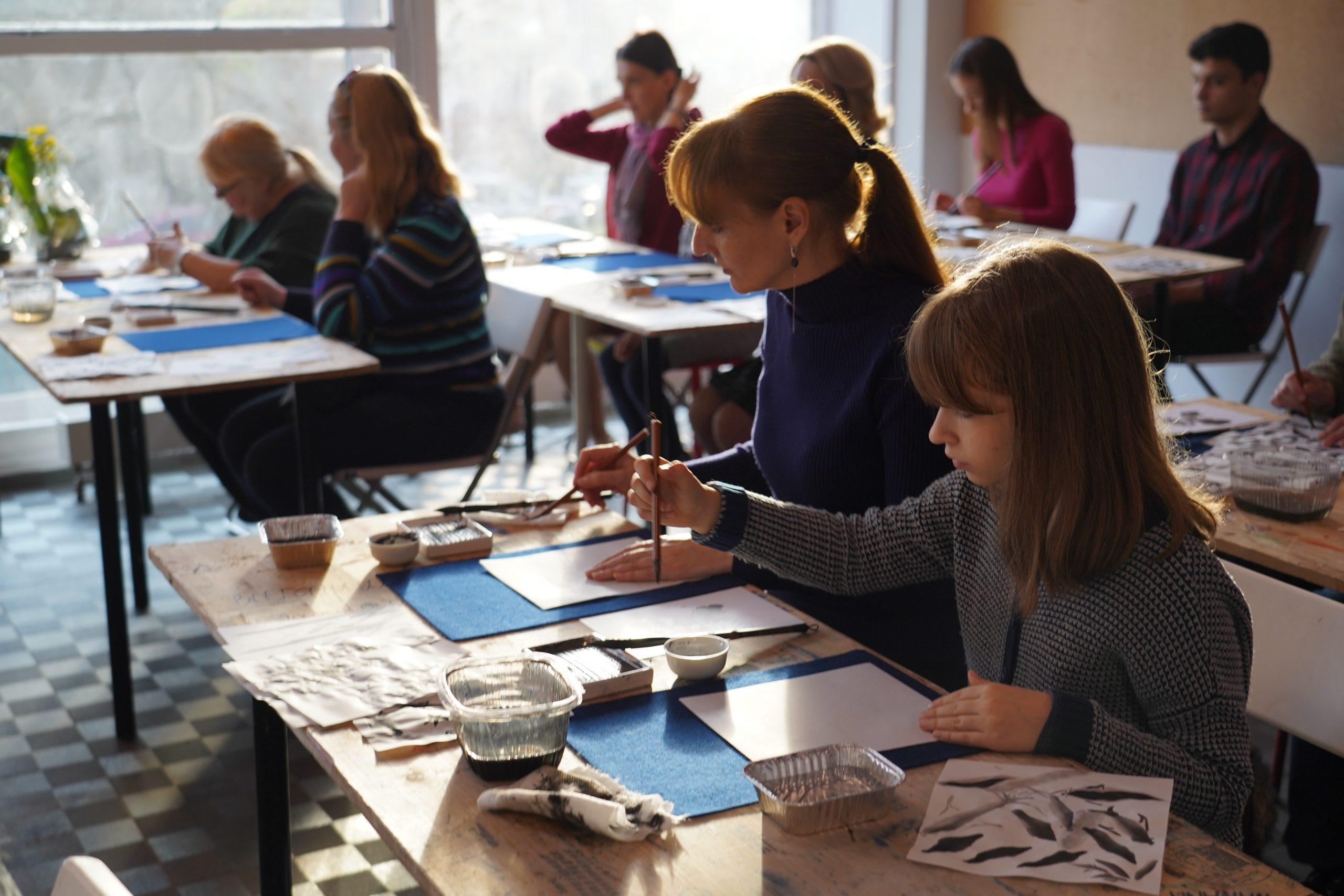 Мастер-класс по созданию головного убора проведут сотрудники Культурного центра «Ватутинки» в Десеновском