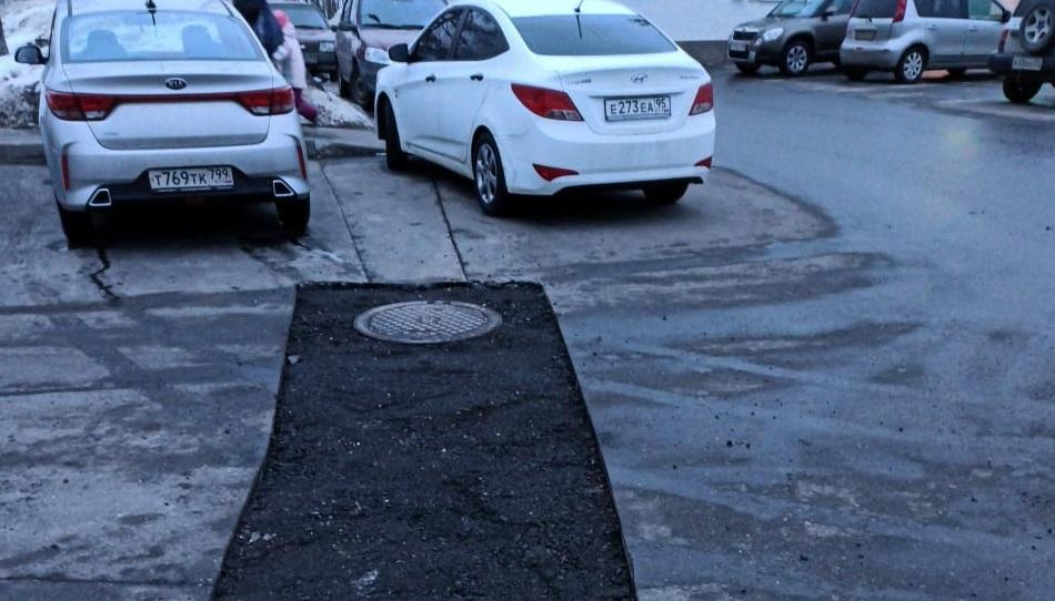 Специалисты из Краснопахорского провели мониторинг состояния асфальтобетонного покрытия на дорогах в поселении