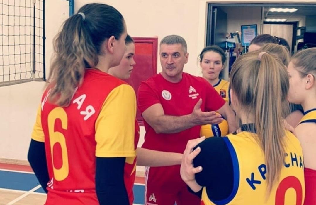 Краснопахорские волейболисты одержали победу в матчах первого тура соревнований на Кубок префекта ТиНАО. Фото предоставили сотрудники администрации