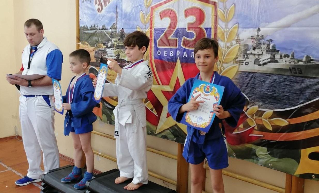 Внуковские спортсмены стали победителями и призерами соревнований по самбо в честь Дня защитника Отечества