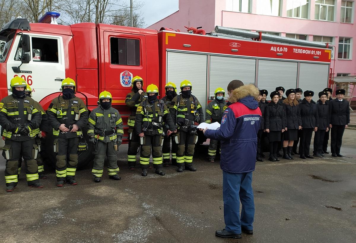 Воспитанники школы №1391 приняли участие в тактических занятиях спасателей