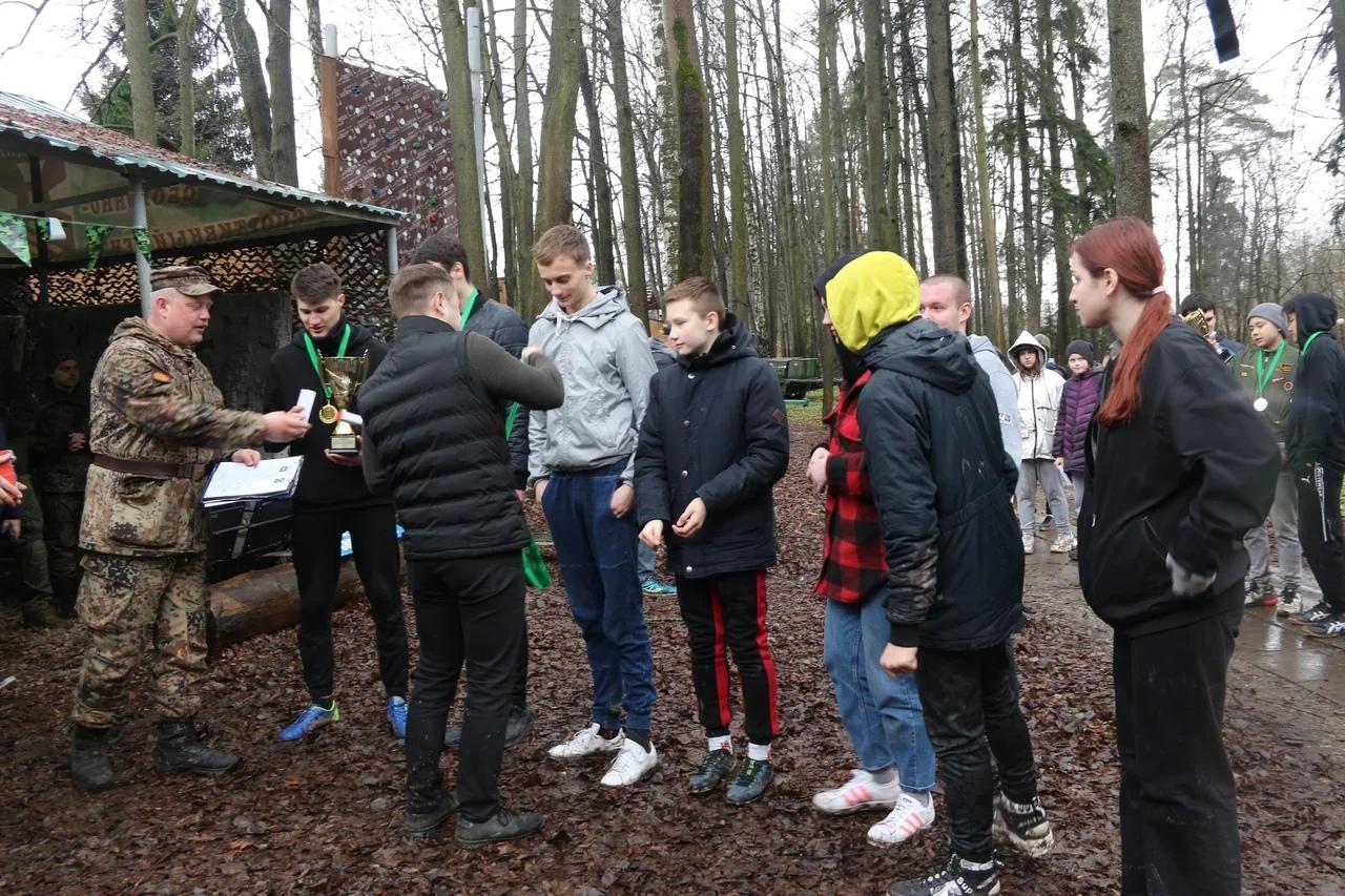 Военную игру организовали сотрудники Центра патриотического воспитания «Гвардия» в Десеновском