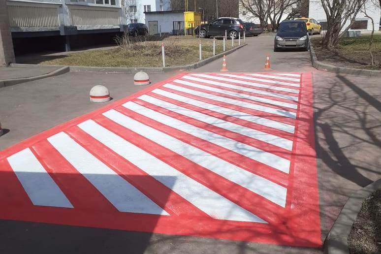 Разметки на местах для парковок специального автотранспорта обновили в Десеновском