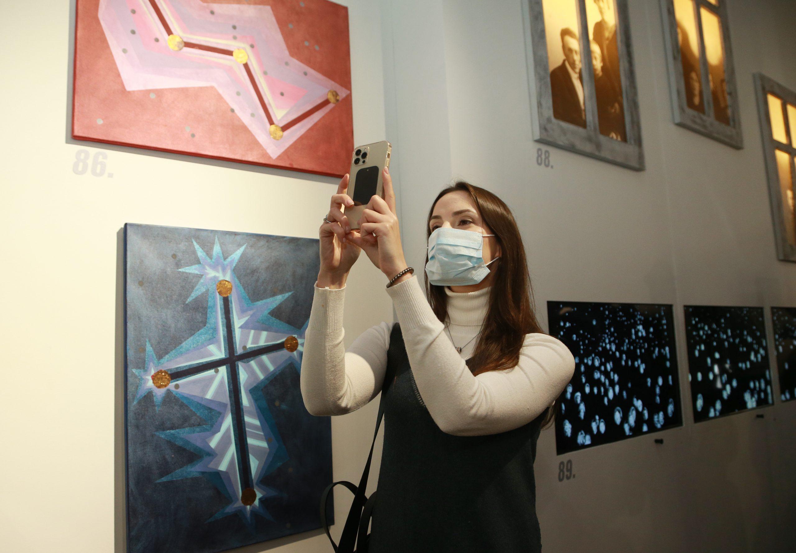 Выставку фотографий исторических мест Новой Москвы организовали сотрудники Культурного центра в Десеновском