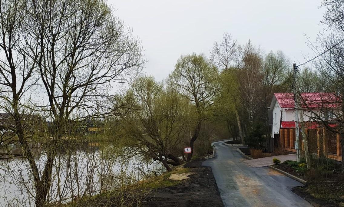 Укладку асфальта на берегу реки Жилетовка завершили в Краснопахорском