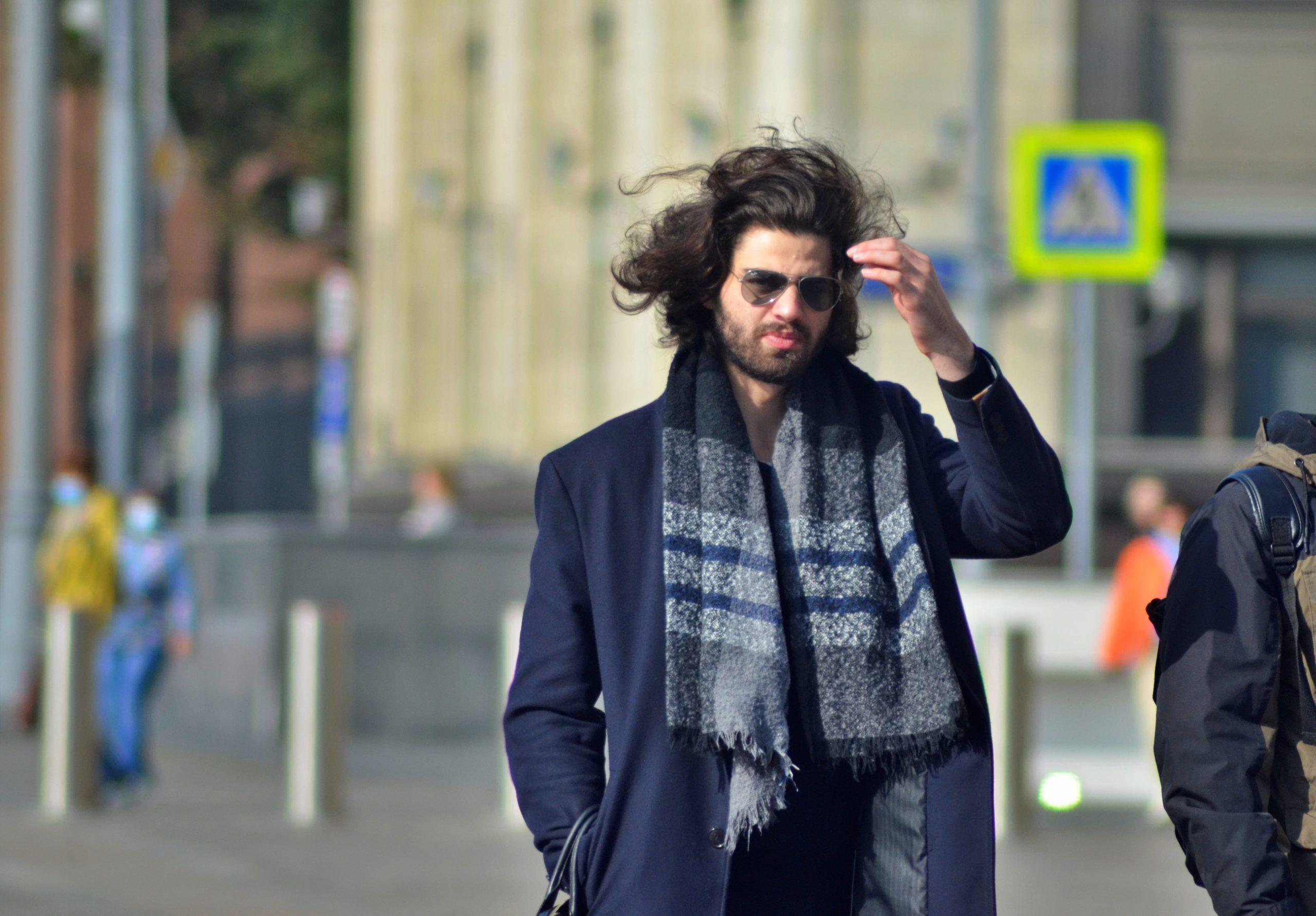 Москвичей предупредили о ветреной погоде