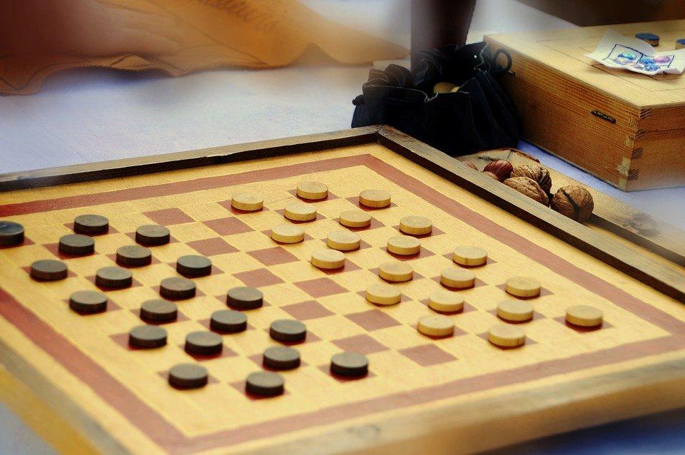 Спортсмены из Сосенского победили в окружных соревнованиях по шашкам