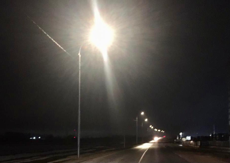 Работы по устройству наружного освещения завершили в Десеновском. Фото предоставили сотрудники администрации