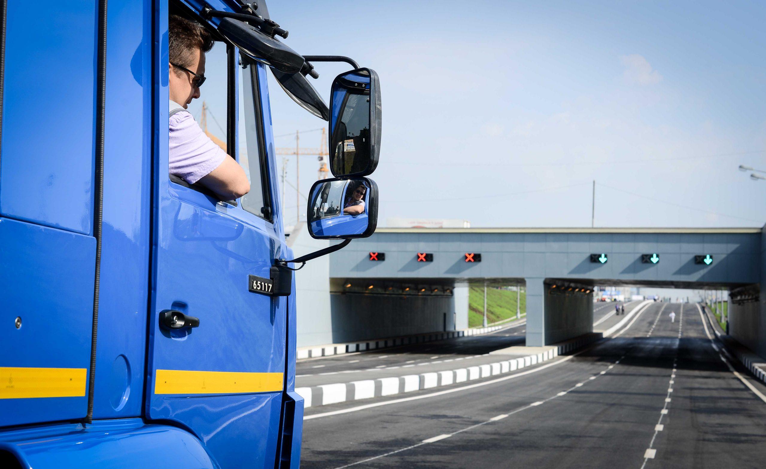 Ввод ограничений для грузовиков массой более 3,5 тонны отложили в Москве