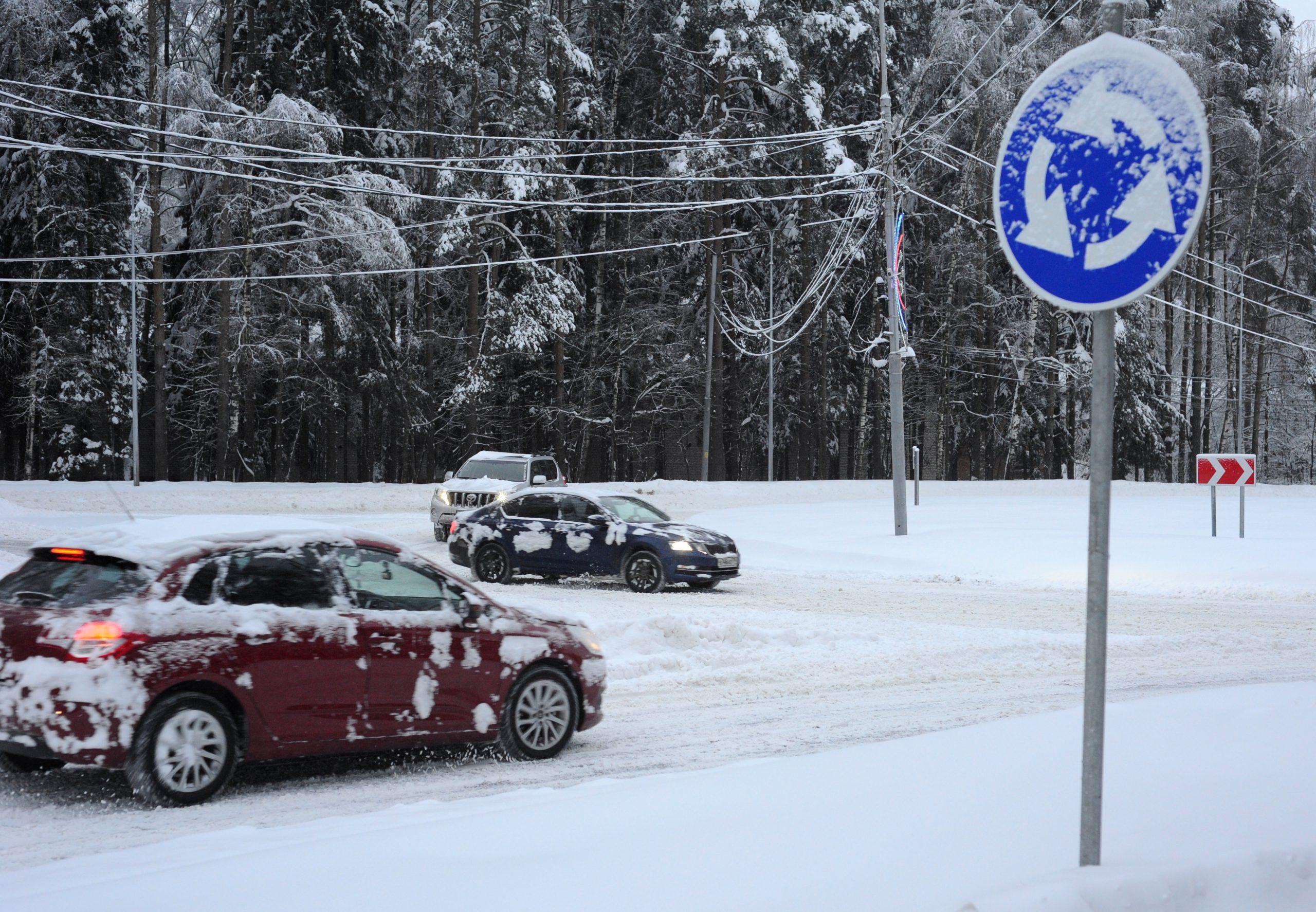 Водителей Москвы напугали снегом и метелью