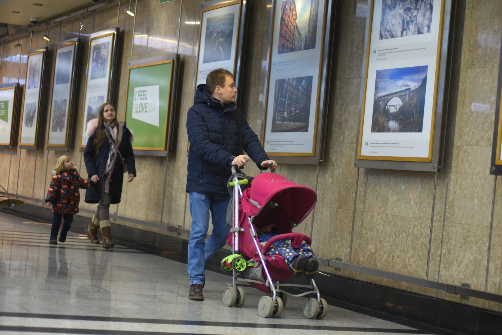 Выставку современного искусства открыли в Московском метрополитене. Фото: Александр Кожохин, «Вечерняя Москва»