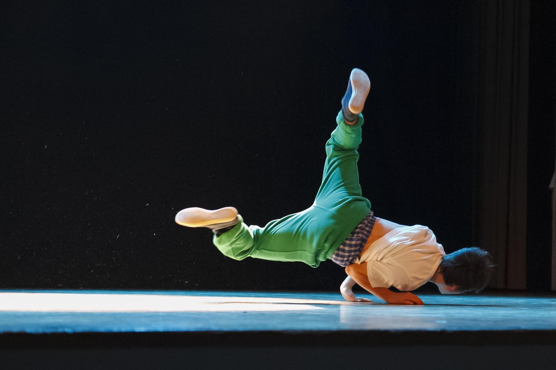 Сотрудники Культурного центра «Киевский» организуют открытый танцевальный урок