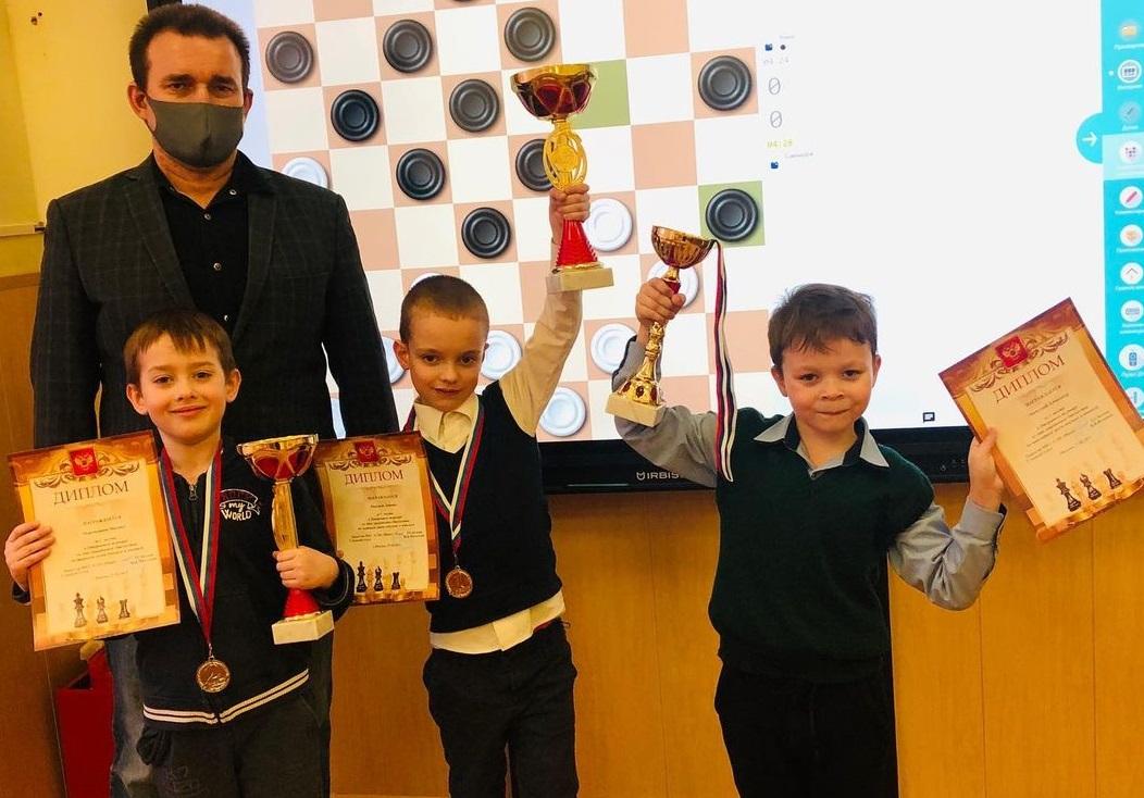 Открытый онлайн-турнир по шашкам прошел в Марушкинском