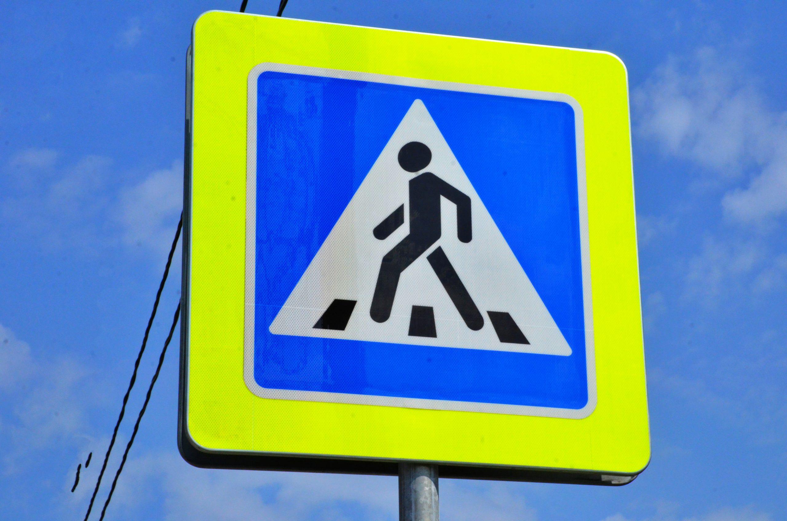 Монтаж дорожных знаков провели в Роговском