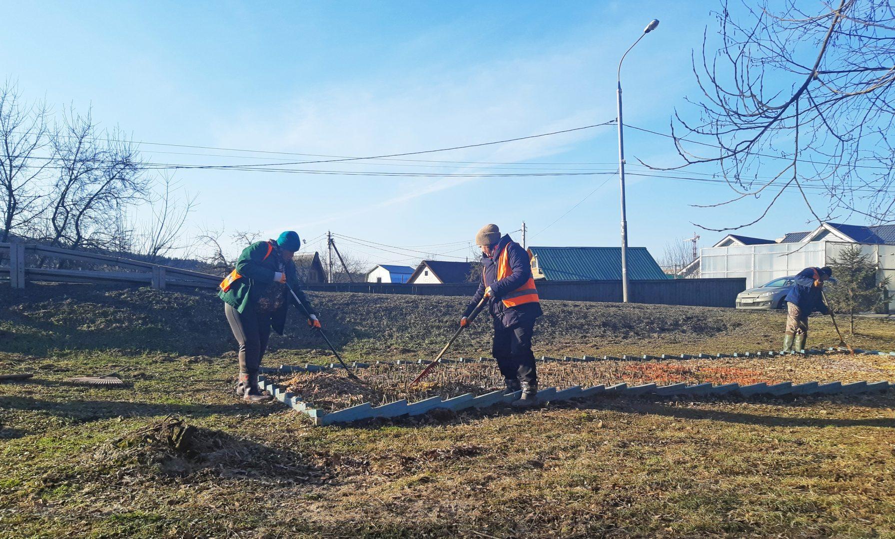 Подготовку к весенне-летнему периоду начали в Рязановском. Фото предоставили сотрудники администрации