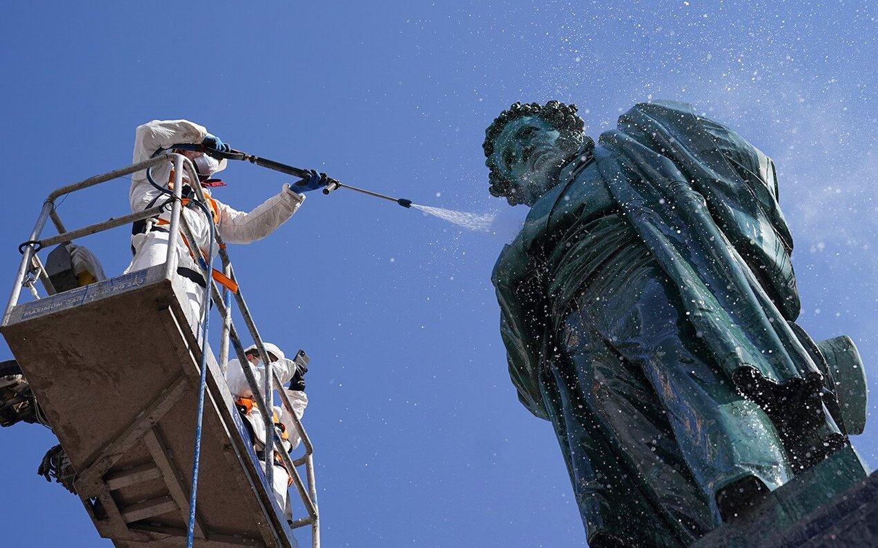 До конца месяца в столице промоют свыше 1100 памятников. Фото: сайт мэра Москвы