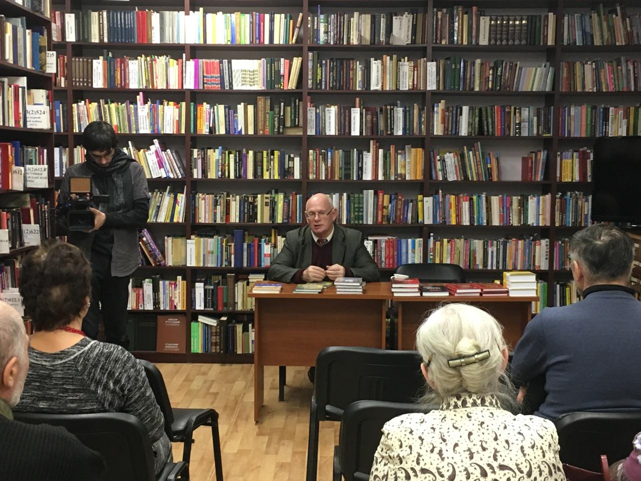 Встречу с писателем проведут в библиотеке №2 в Троицке. Фото: официальная страница библиотеки №2 в социальных сетях