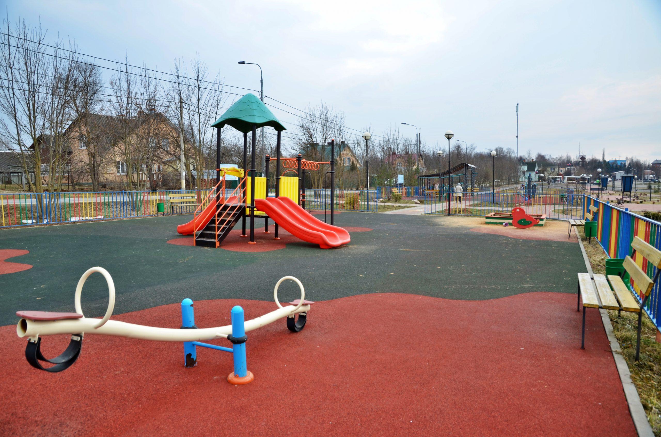 Работы по размещению детской площадки провели в поселении Роговское