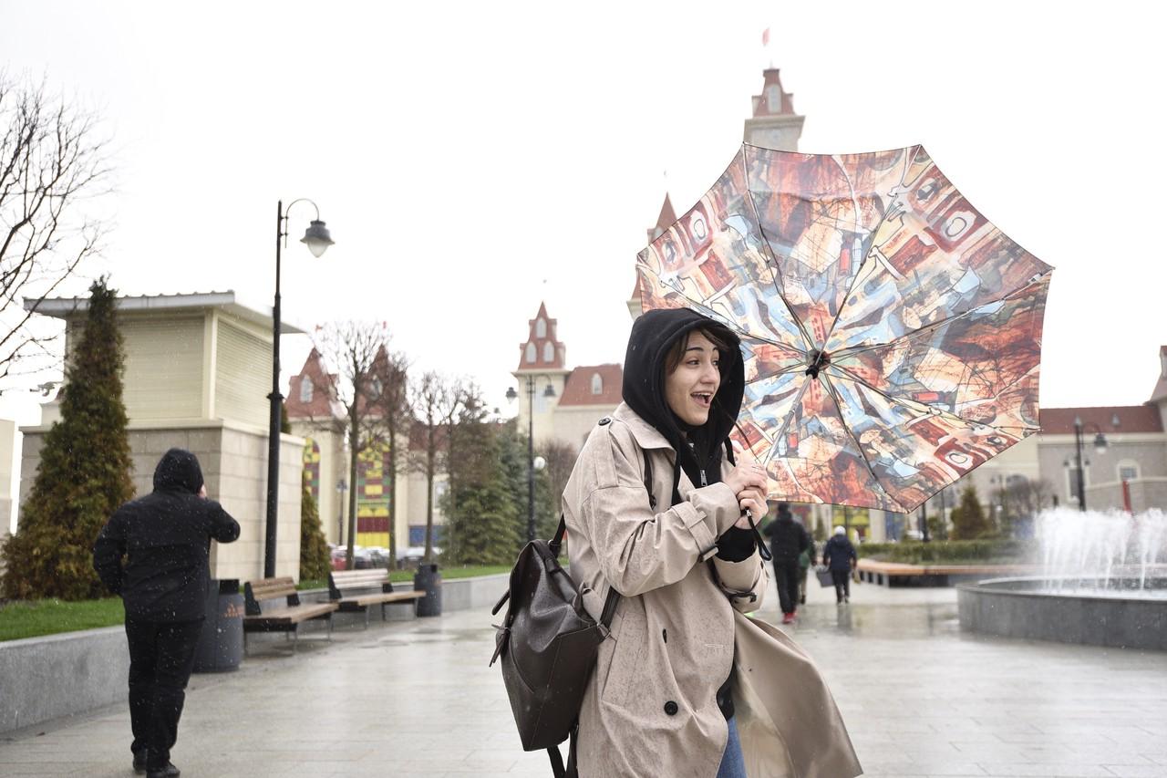 Москвичей ждет дождливая и ветреная погода в выходные