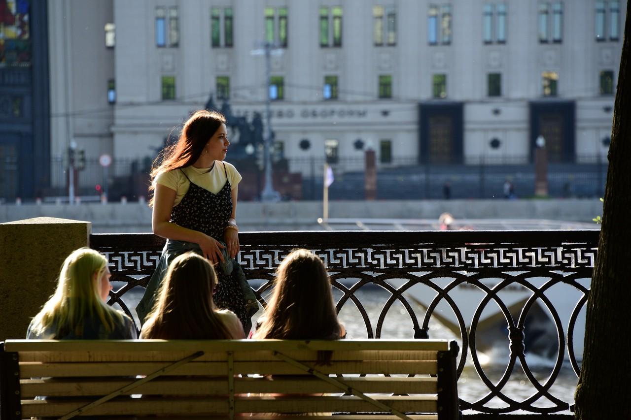 Москвичей ждет теплая погода в выходные