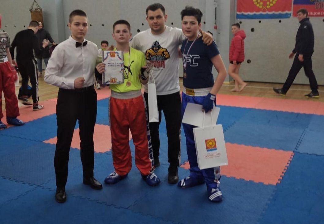 Краснопахорские кикбоксеры стали призерами открытого турнира ко Дню Победы