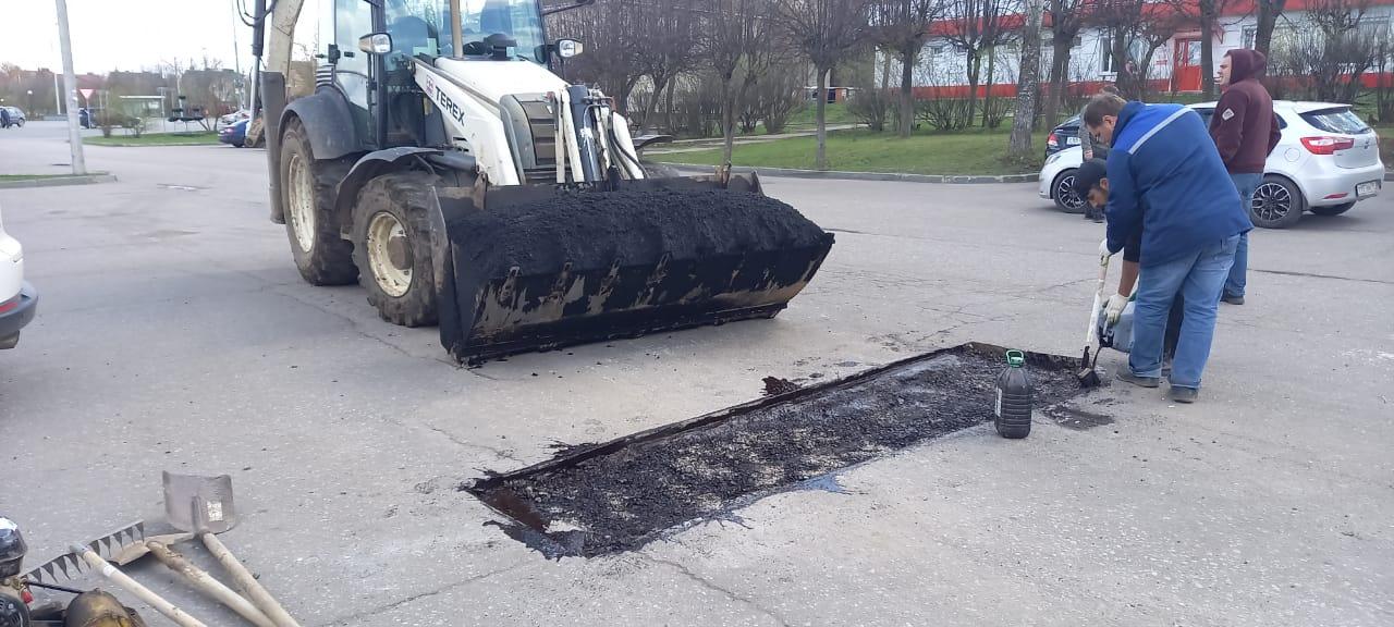 Специалисты завершили ямочный ремонт дороги в Роговском
