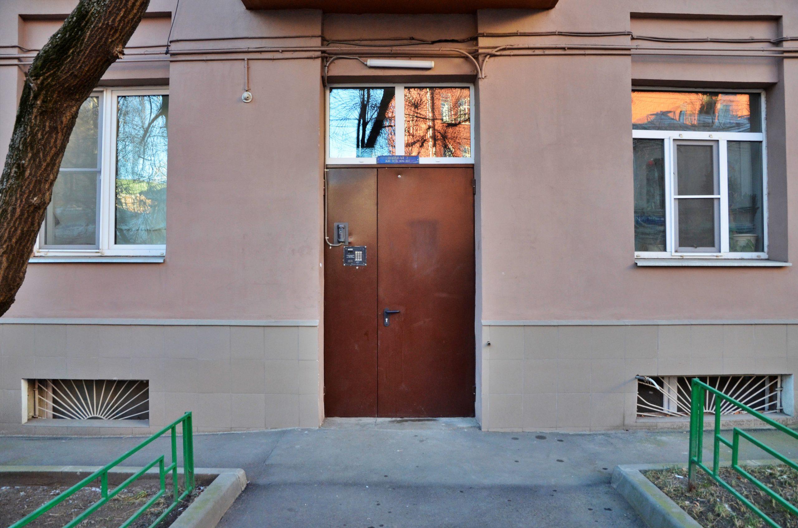 Специалисты завершили часть работ по ремонту фасада в одном из домов Десеновского