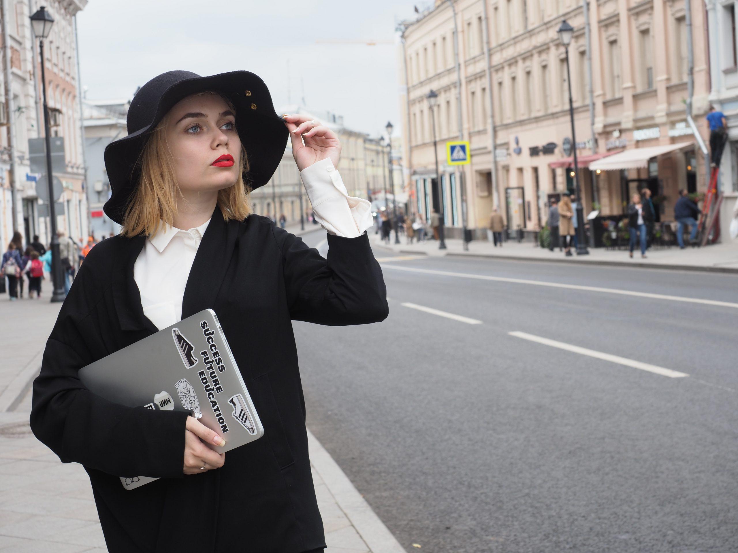 Жителям Москвы рассказали о типичном летнем женском гардеробе в 1920-1930-х годах