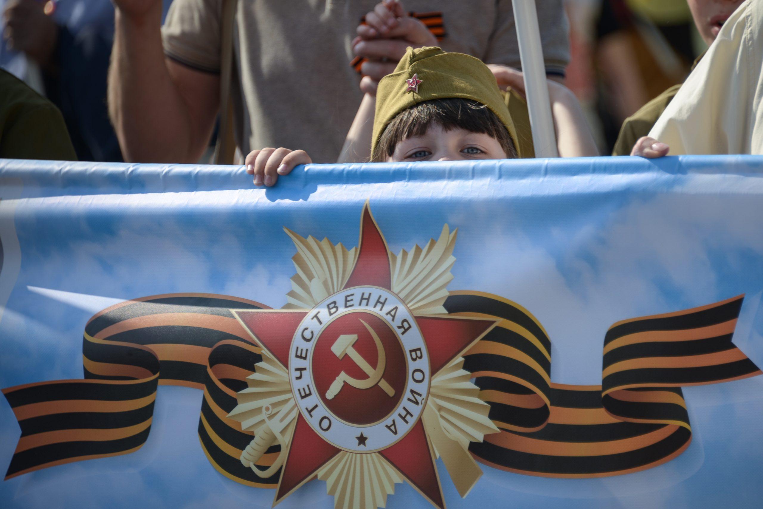 Свыше 600 спасателей дежурят на московских улицах в День Победы