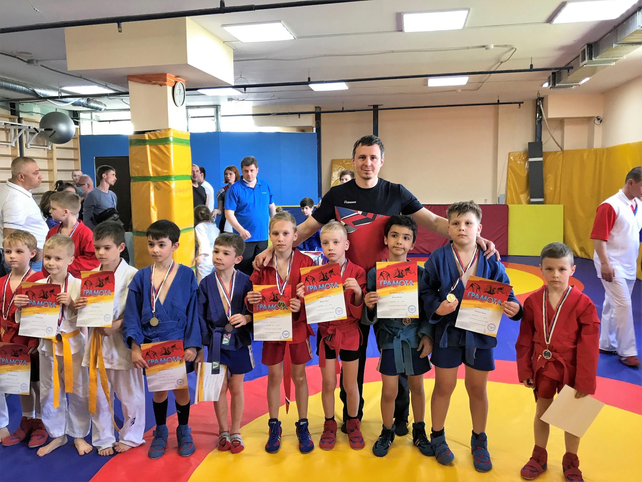 Самбисты поселения Сосенское приняли участие в межклубных соревнованиях