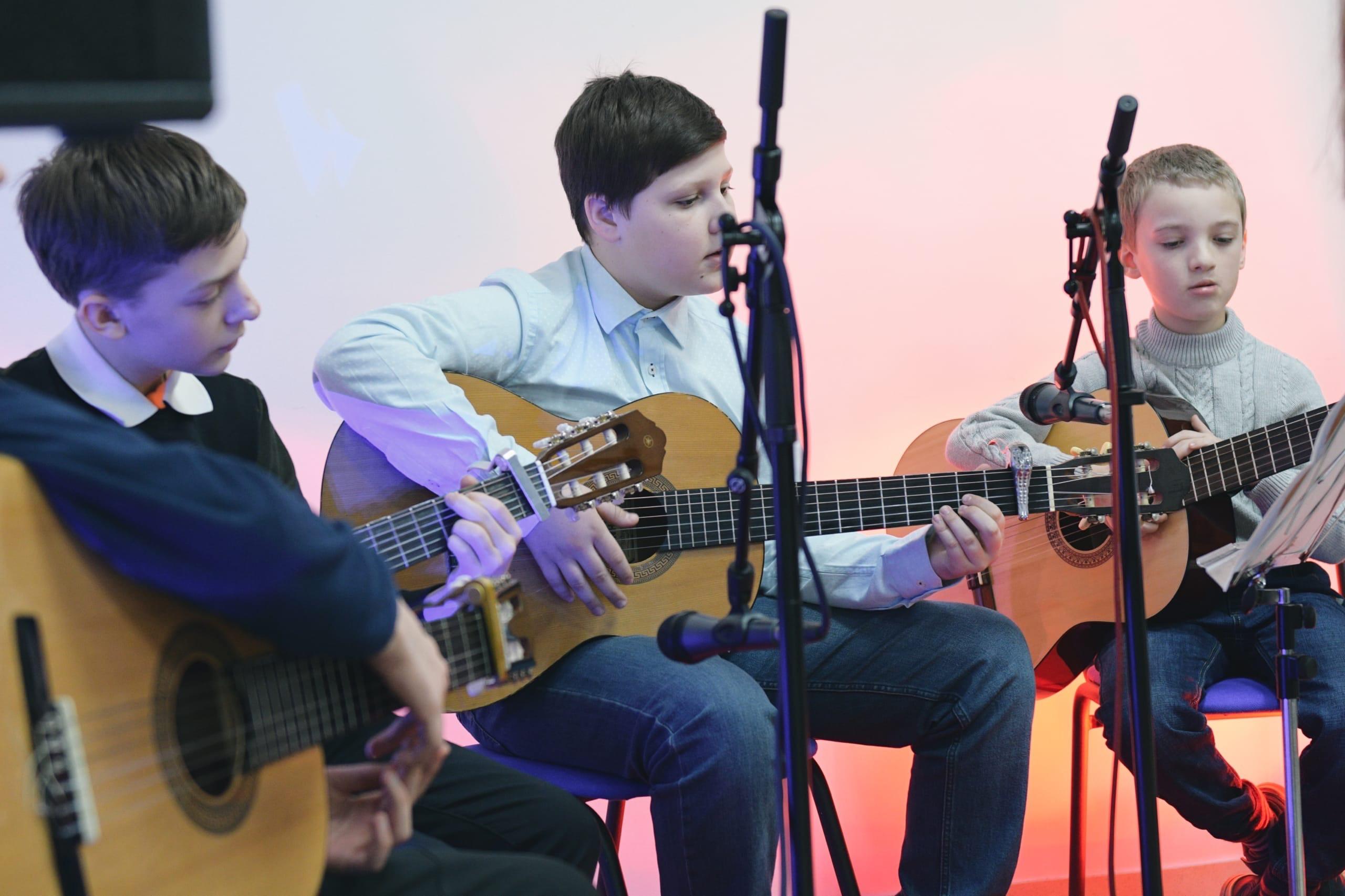 Открытый урок студии акустической гитары прошел в Культурном центре «Киевский»