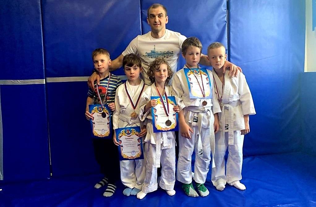 Юные спортсмены из Внуковского стали призерами турнира по самбо